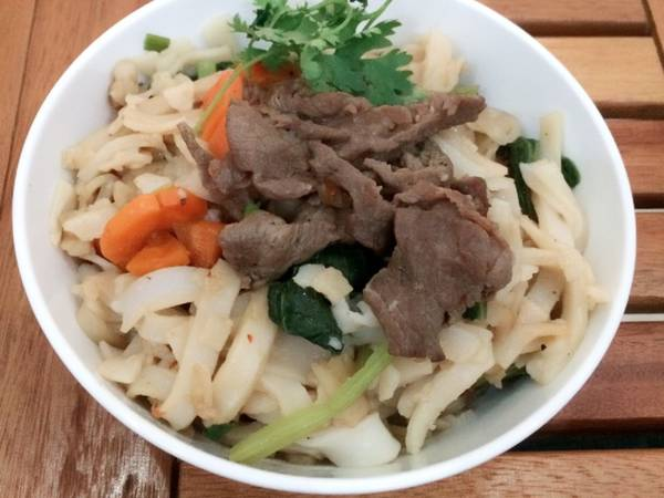 Thử làm phở xào thịt bò zui zui cuối tuần nha ^^