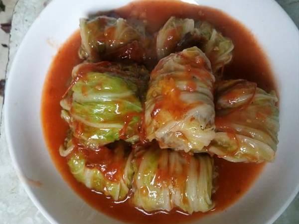 Cải thảo cuộn thịt sốt cà chua