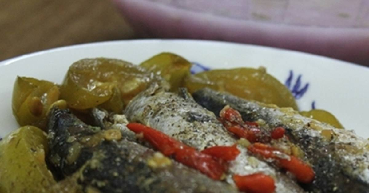 Cá nục kho dưa hồng muối