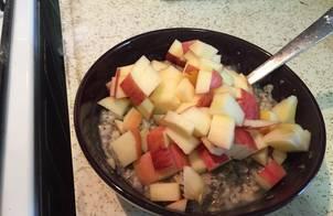 Bữa sáng yến mạch và hạt chia (Oatmeal with chia seed)