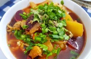 Vegatable and seafood soup with pasta (Súp nui hải sản rau củ)