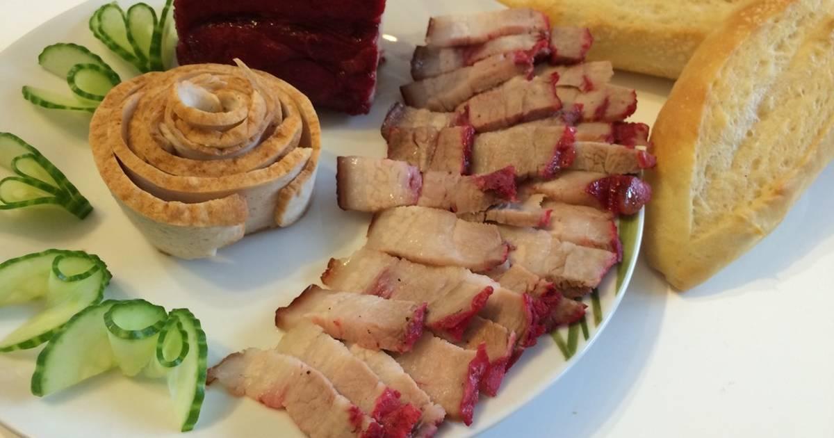 Bánh mỳ Việt Nam - thịt xá xíu - chả quế