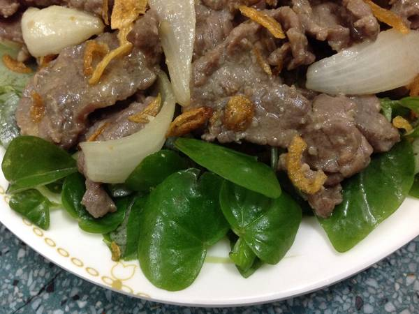 Thịt bò xào trộn rau càng cua