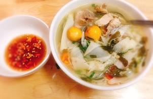 Gà nấu măng chua lá giang