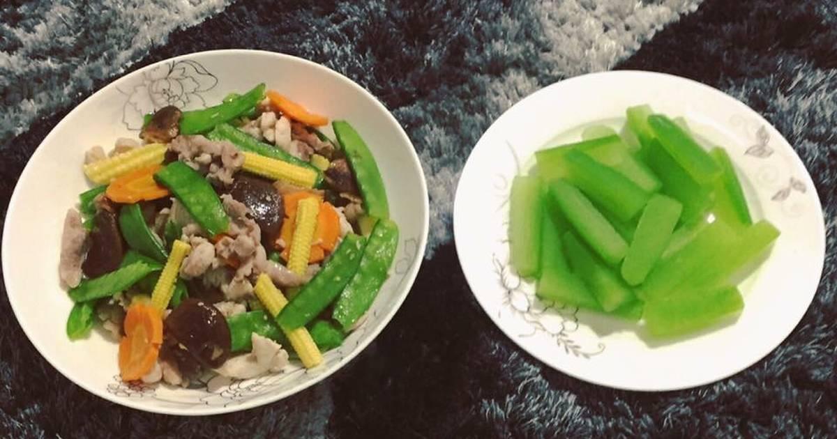 Gà xào đậu hà lan, nấm, ngô bao tửBí luộc