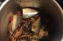 Cá nục kho sả ớt