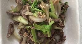 Hình ảnh món Thịt bò xào hành tây, cần tây siêu nhanh