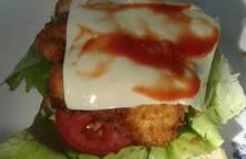 Sandwich gà giòn cay