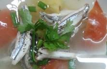 Cá cơm nấu canh thơm cà