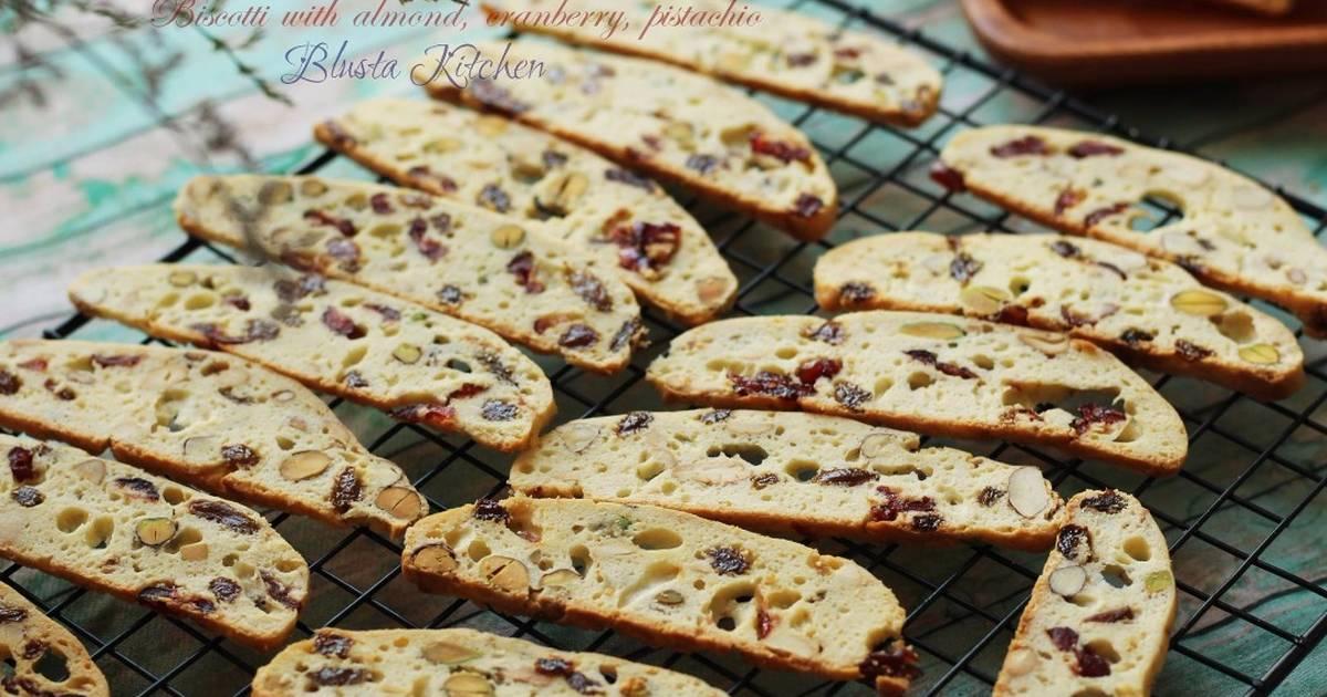Biscotti vị hạnh nhân, cranberry, hạt dẻ cười