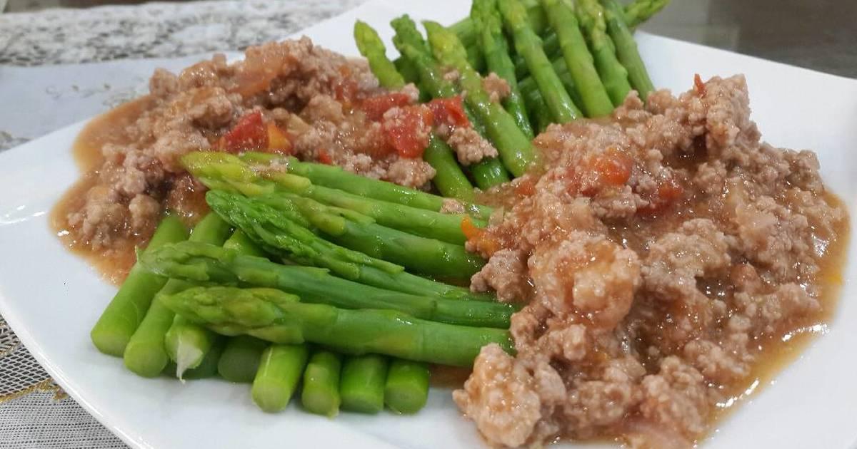 Măng tây sốt cà chua thịt băm