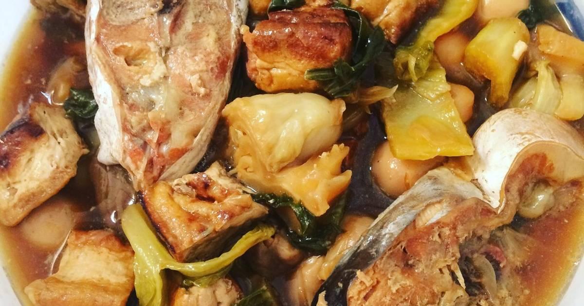 Cá hú kho dưa chua, nấm rơm, trứng cút, đậu hũ
