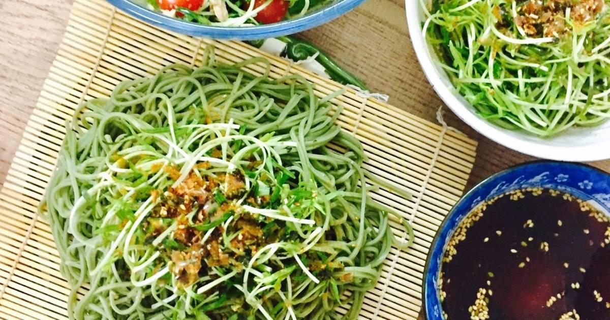 Bữa ăn xanh: mì soba lạnh và salad cá ngừ rau mầm