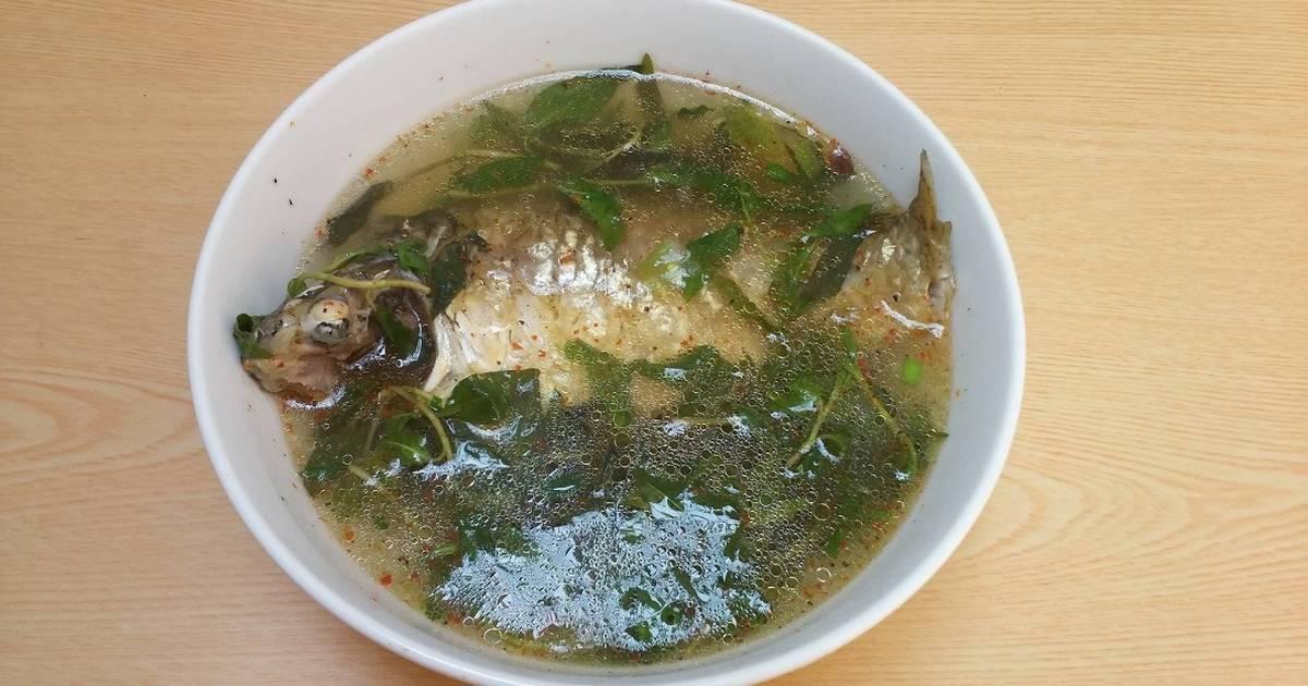 Canh cá diếc nấu rau răm