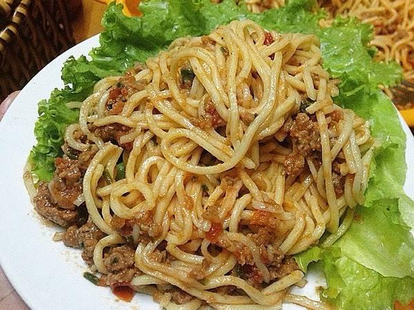 Spagetti bò bằm sốt cà