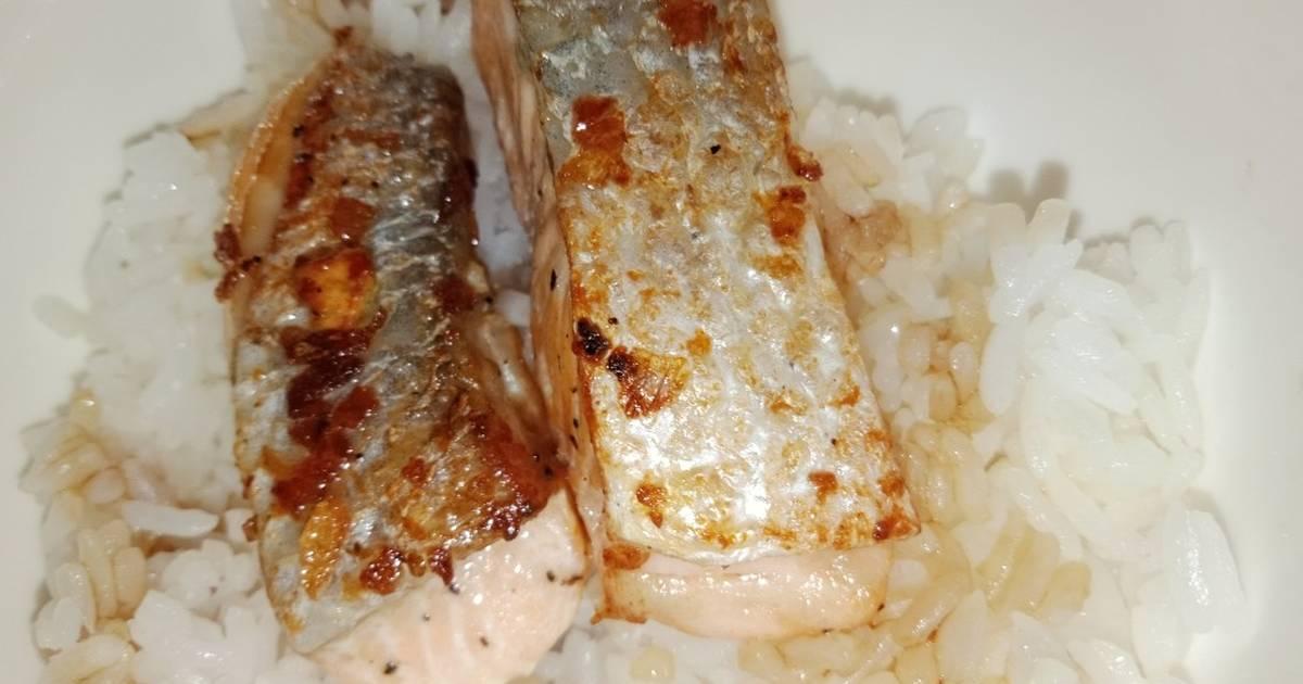 Cá Hồi Áp Chảo Bơ Tỏi Cho Bé Kiểu Mẹ Cà Rốt