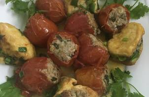 Cà chua và đậu phụ nhồi thịt sốt