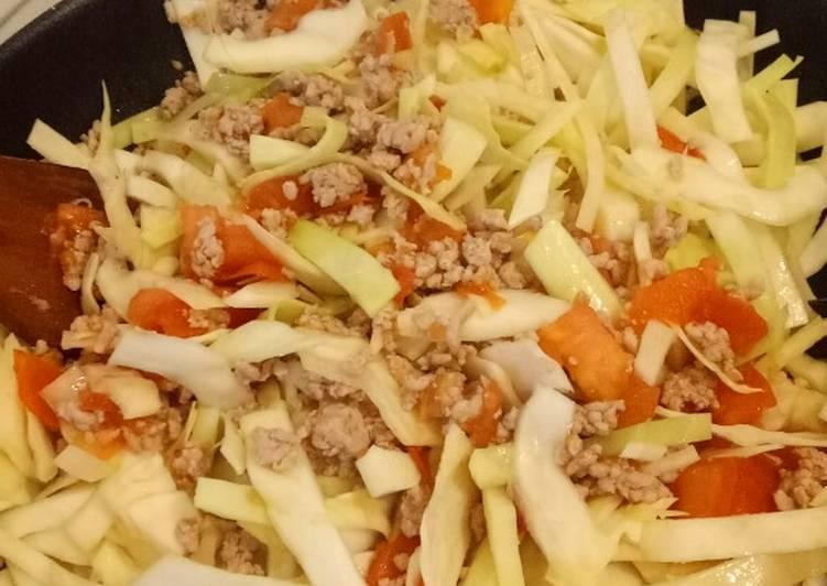 Bắp cải xào thịt xay, cà chua