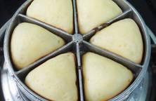 Bánh bông lan tam giác