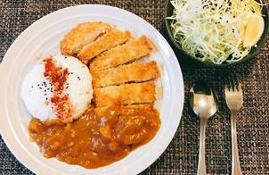 Chicken Katsu & Curry Sauce (Gà chiên xù với Cà ri)