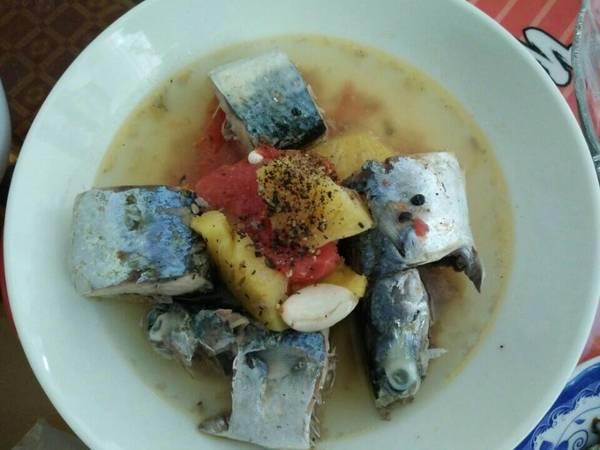 Cá nục kho thơm cà