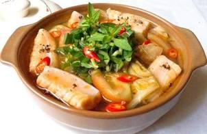 Canh cải chua nấu với lườn cá hồi
