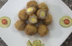 Thịt bọc trứng cút