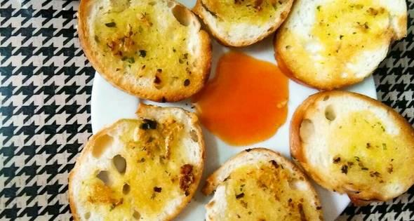 Kết quả hình ảnh cho bánh mì nướng bơ tỏi