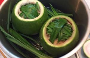 Gà Sơn tây chui vào bưởi xanh Cần thơ