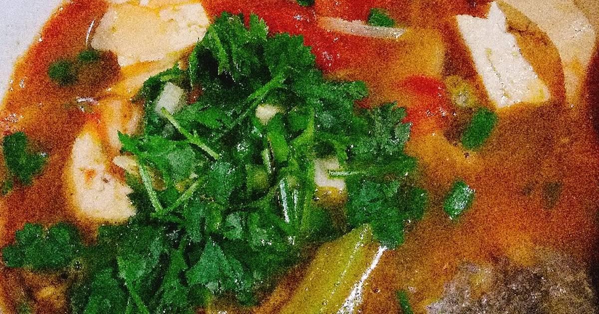 Canh chua cá chim thập cẩm (miền Trung)
