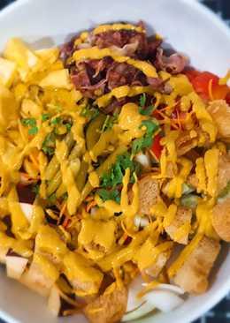 Salad trái cây, ba rọi xông khói + mustard vàng