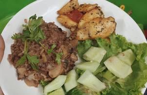 Healthy food - EatcleanEveryday - Gà áp chảo + salad sốt mè