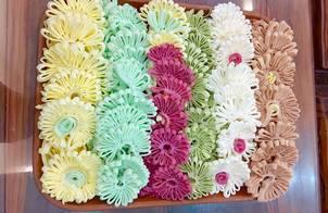 Mứt dừa hoa cúc từ màu thiên nhiên