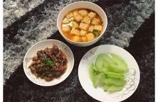 Bắp bò thuôn rau dăm Canh đậu Su su luộc (thiếu đĩa muối vừng ?)