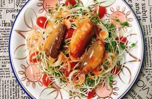 Salad Rau Mầm Cá Hộp