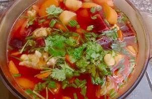 Canh súp củ dền, khoai tây, cà rốt, hạt sen bổ dưỡng