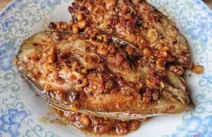 Cá basa (tra bè) kho tương đậu nành