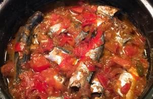 Cá nục kho nước dừa sốt cà chua (ngon như cá hộp)