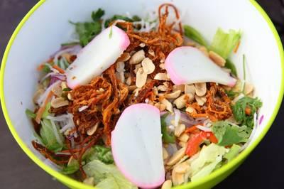 Salad chả cá kamaboko kiểu Việt Nam