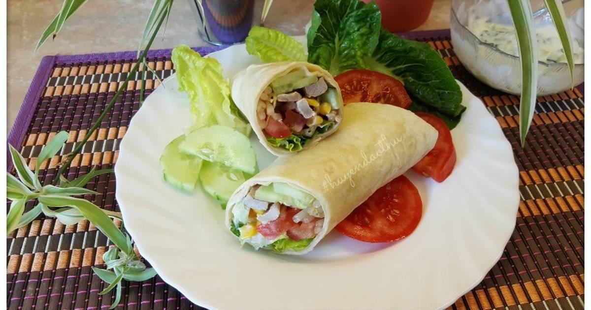 #cleaneating wraps với thịt heo, salad và sốt sữa chua dưa leo