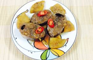 Cá ngừ kho dứa và nước dừa