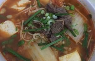 Canh kimchi nấu đậu phụ thịt bò