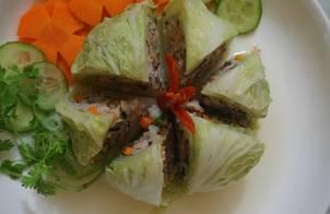 Bắp cải cuộn thịt rau củ hấp