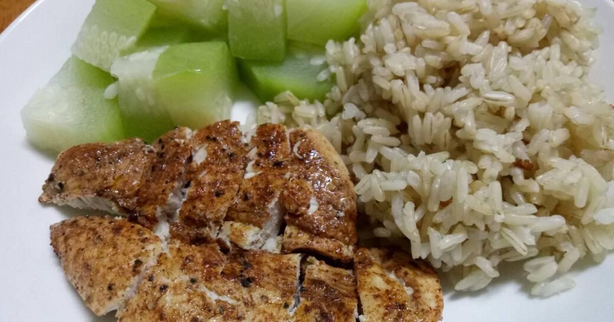 Cơm gạo lức + gà áp chảo & bí luộc (eatclean)