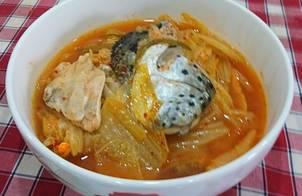 Canh đầu cá hồi nấu kim chi