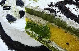 Oreo matcha cake