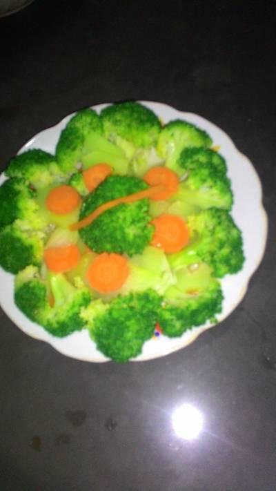 Súp lơ cà rốt luộc giòn