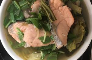Đầu cá hồi nấu dưa cải chua