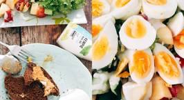 Hình ảnh món Eat clean- bữa trưa với Salad trứng luộc sốt pho mai và bánh mì ngũ cốc bơ lạc