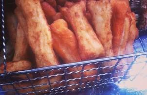 Bánh quẩy làm từ bột mỳ nhé không phải quẩy phở đâu :)))